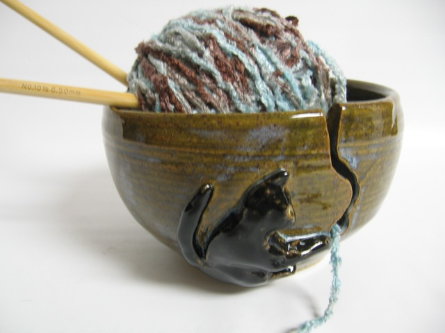Yarn bowl with cat